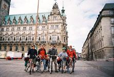 Перед ратушей в Гамбурге