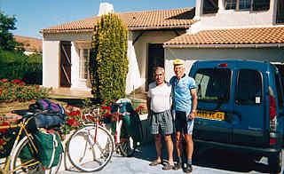 Мы с Клодом Г* перед его домом